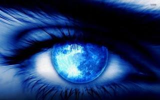 moon-reflecting-in-the-eye