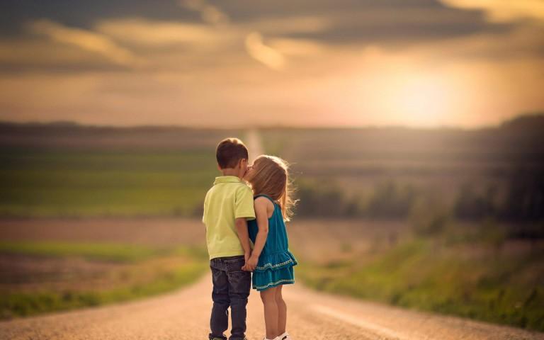 children-kiss-cute-kids-love-wallpaper-768x480