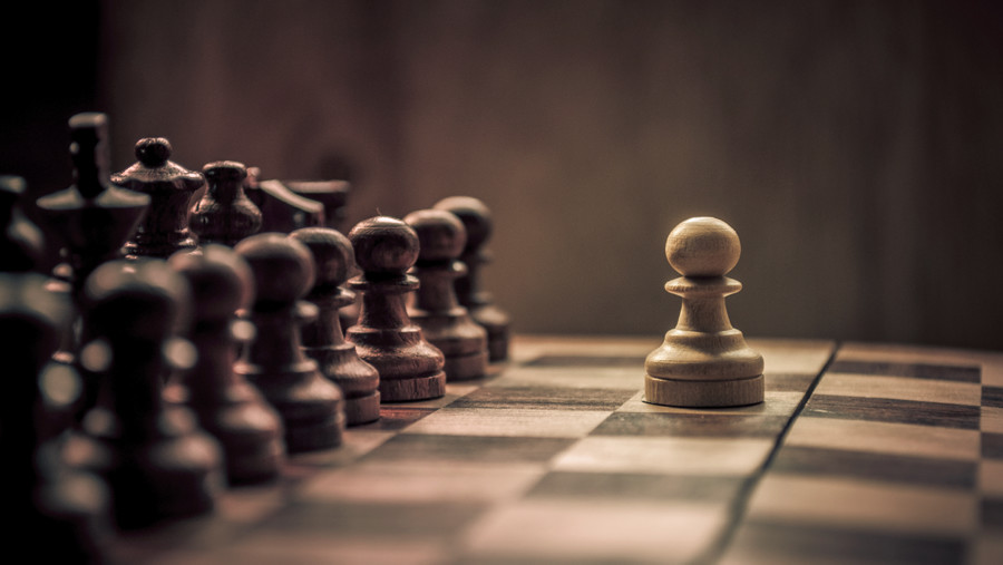 one-pawn-against-an-army-chess-900