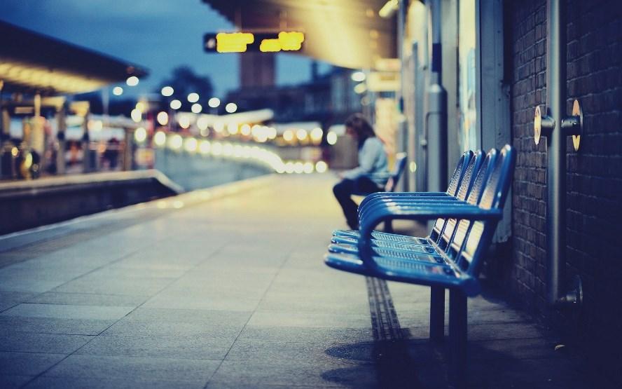 city-railway-station-chairs-blur-photo-1.jpg