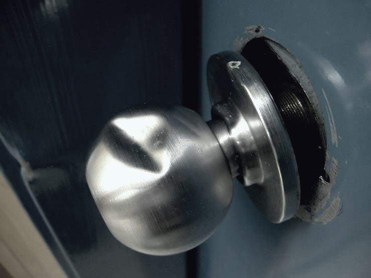 Broken-door-knob